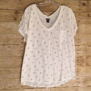 Torrid Shark Print White V-Neck T-Shirt EUC Size 2
